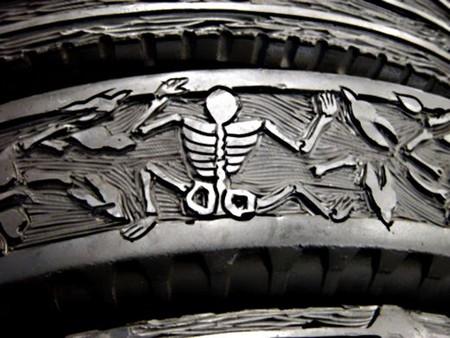 Резьба по автомобильным шинам – нормальное женское занятие для Бетсабе Ромеро (Betsabeé Romero) — фото 20