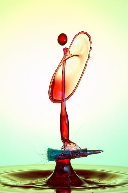 Скульптуры из … воды. Макрофотографии разноцветных капель — фото 24