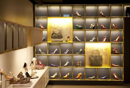Каждая туфелька — как драгоценный экспонат в музее )
