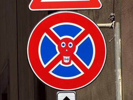 «Улучшенные» дорожные знаки от Клета Авраама — фото 15