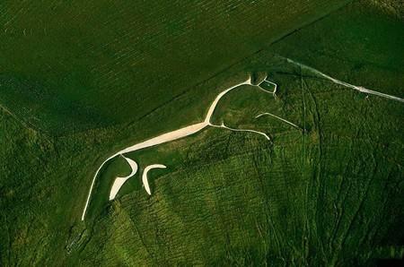 Графство Оксфордшир, Уффингтонская белая лошадь (меловая фигура, 110 м длиной)