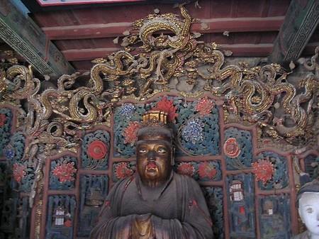 Внутренности храма — смесь религий и культур
