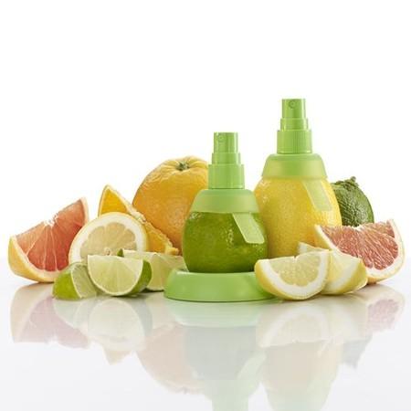Если на фрукт надеть такую насадку, он превратится в емкость с соком. И не потеряется ни одна капля!))