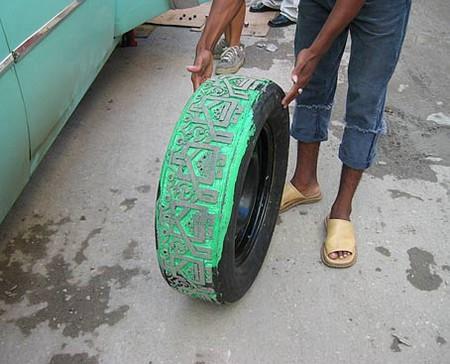 Резьба по автомобильным шинам – нормальное женское занятие для Бетсабе Ромеро (Betsabeé Romero) — фото 10