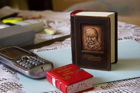 Самая большая библиотека самых маленьких книг – коллекция Джозефа Тари (Jozsef  Tari) — фото 17