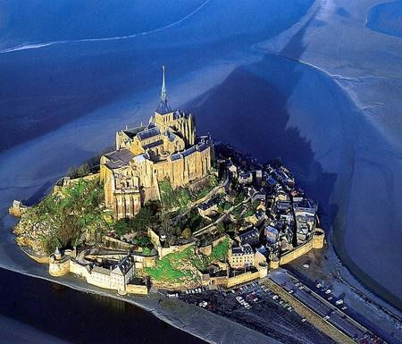 Остров-крепость почти изолирован от материка