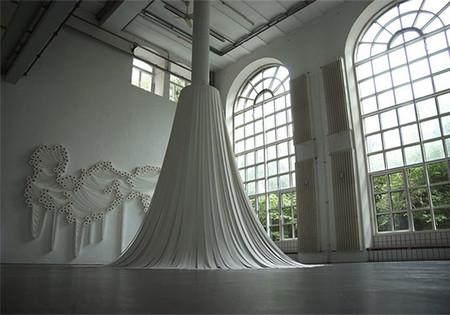 Белое на белом - инсталляции из туалетной бумаги — фото 5