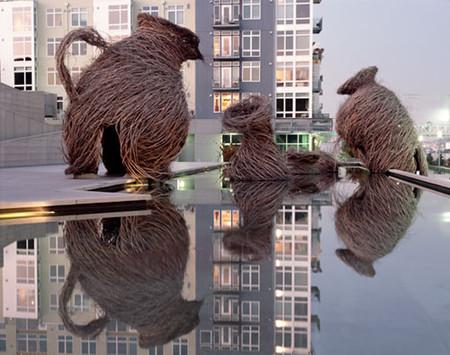 Инсталляции из веток похожи на гнезда