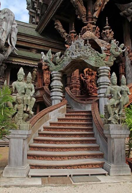 Храм Истины – настоящий деревянный шедевр — фото 11