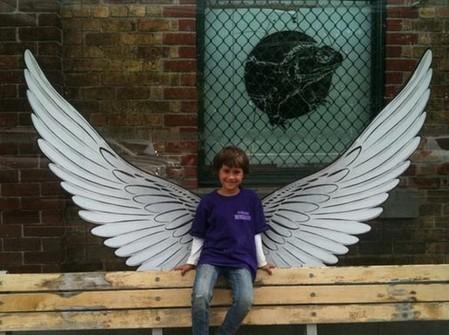 Тему ангельских крыльев интересно обыграла Городская миссия Окленда, благотворительная организация