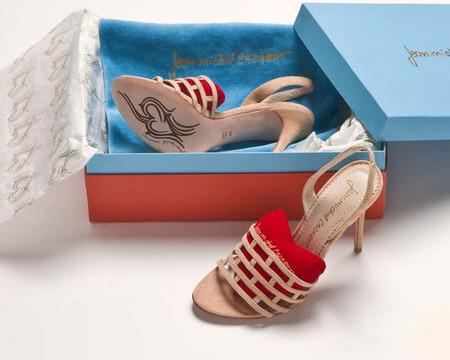Разве можно не влюбиться в такую обувь?))