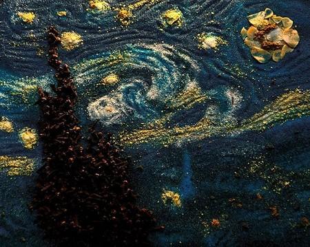 """Знаменитая """"Звездная ночь"""" Ван Гога — из гвоздики, куркумы, соли и кукурузных хлопьев"""
