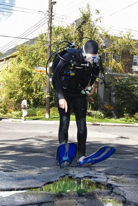 Дэвид Лусиано и Клаудиа Фикка. Что делает художник, когда ему надоедают дорожные ямы? Серию картин! — фото 11