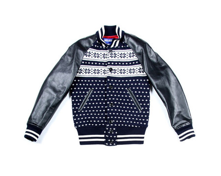 Очень странная куртка от японского дизайнера Junya Watanbe – столько в ней намешано, даже трудно сказать нравится мне или нет. Но необычно – факт!))