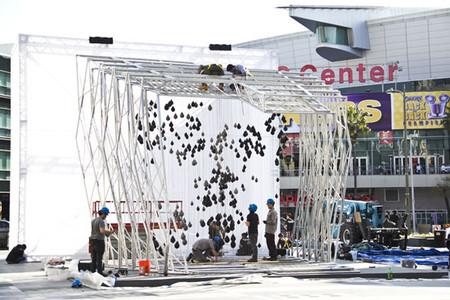 Вот ее техническое воплощение. Возведен памятник вNokia Plaza в Лос-Анджелесе