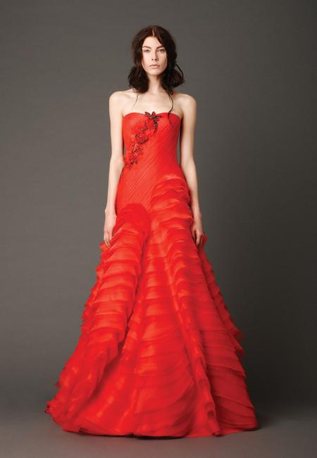 Девушки в красном – невесты в свадебных платьях. Коллекция Vera Wang весна 2013 — фото 10