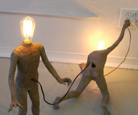 Lightbulb People — скованы одной цепью ))