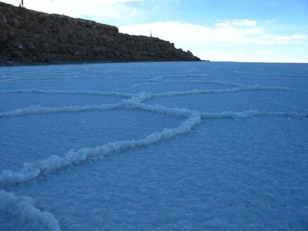 Уюни в Боливии – соляное озеро, соленый отель, фламинго и паровозы — фото 13
