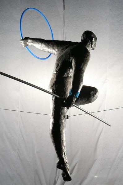Большинство его воздушных скульптур — гимнасты, но есть и исключения