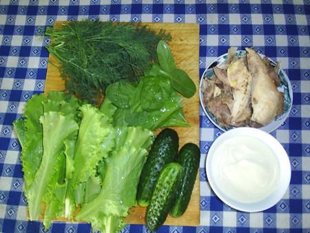Каждый раз, немного меняя состав, будете кушать другой салат. Главное — побольше листочков!