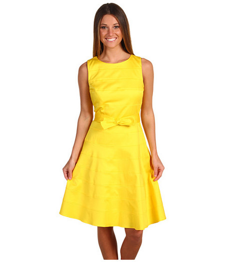Модель платья другая, но суть та же — ярко и симпатично )