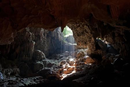 Пещер и гротов тут хватает