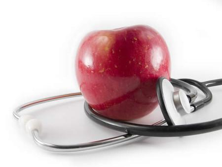 one apple a day keeps the doctor away — Одно яблоко в день, и никаких врачей !!!
