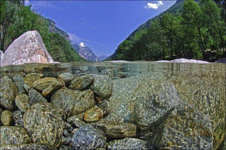 Река Верзаска – холодная, чистая и идеально прозрачная — фото 9