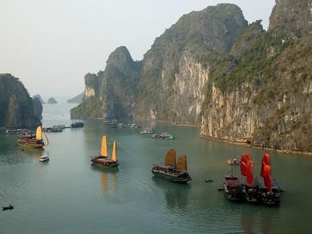 Бухта Халонг во Вьетнаме – острова, изумрудная вода и дракон — фото 11