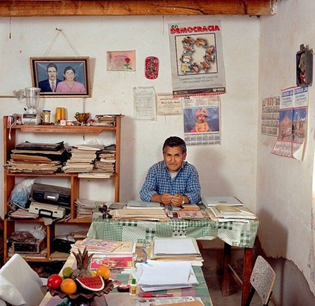 Marcial Castro Revollo – регистратор рождений, смертей и браков в селе Millares (350 жителей), Боливия, а также по совместительству глава избирательного участка. Зарплата — 500 боливиано (55 евро, US$ 62).