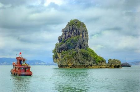 Бухта Халонг во Вьетнаме – острова, изумрудная вода и дракон — фото 17