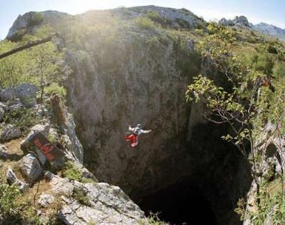 Экстрим и ласточки: пещера Sótano de las Golondrinas в Мексике — фото 11