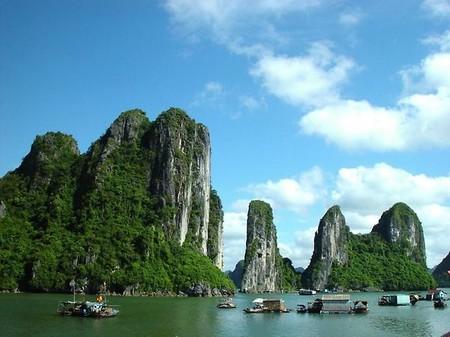 Бухта Халонг во Вьетнаме – острова, изумрудная вода и дракон — фото 12