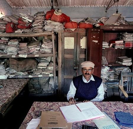 Surinder Kumar Mandal – налоговый инспектор в одной из окружных администраций штата Бихар, Индия. Зарплата у него повыше — 9,500 рупий (189 евро, или US$ 208).
