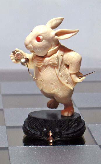 Ну и черные пешки: Белый Кролик, с которого все в сказке началось