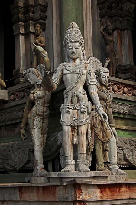 Храм Истины – настоящий деревянный шедевр — фото 13