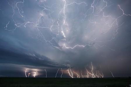 Торнадо, смерч, молнии, грозовые тучи – это красиво! Фотографии Майка Холлингшеда (Mike Hollingshead) — фото 20