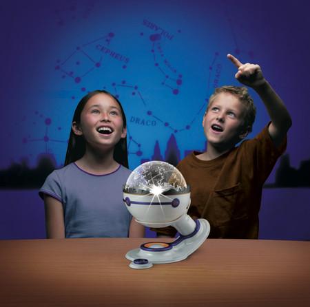 Домашний планетарий с настоящей картой созвездий — отличный подарок для ребенка и его родителей ))