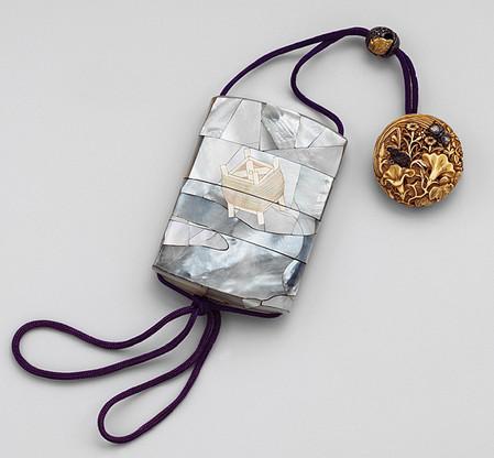 Сагемоно-инро – японский карман. Почему в настоящем нэцкэ должно быть две дырочки? — фото 4