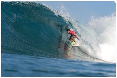 Декабрь – лучшее время для серфинга на Гавайях. Pipeline Masters – состязания серферов — фото 10