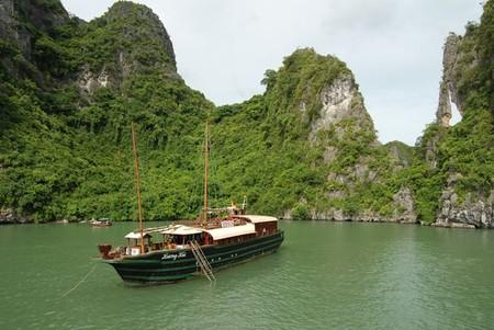 Бухта Халонг во Вьетнаме – острова, изумрудная вода и дракон — фото 4