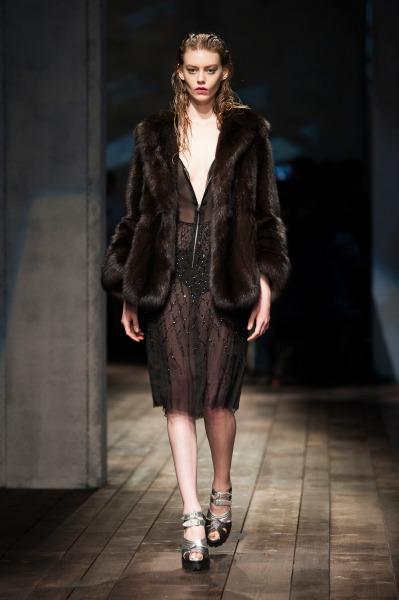 Осень-зима 2013-2014 с Prada – будет ретро и тепло — фото 47