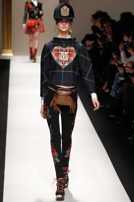 «Британская» коллекция Moschino осень-зима 2013-2014 — фото 10