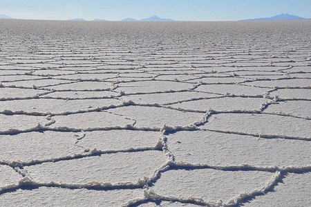 Уюни в Боливии – соляное озеро, соленый отель, фламинго и паровозы — фото 26