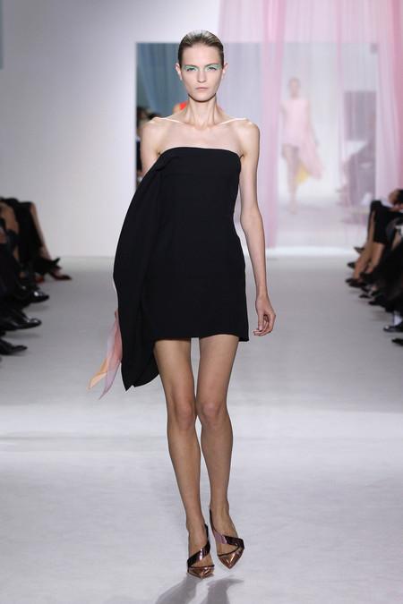 Женская коллекция Dior весна-лето 2013 — фото 31