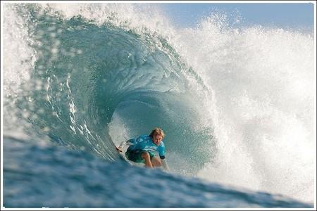 Декабрь – лучшее время для серфинга на Гавайях. Pipeline Masters – состязания серферов — фото 3
