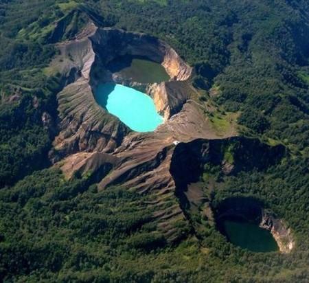 Вулкан Келимуту и 3 разноцветных озера — фото 1
