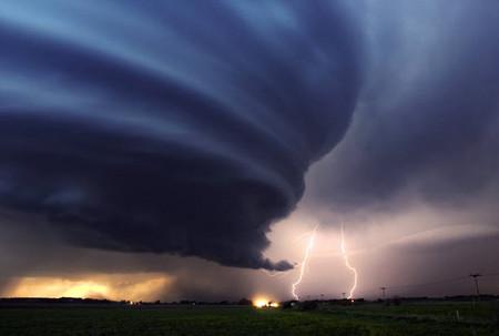 Торнадо, смерч, молнии, грозовые тучи – это красиво! Фотографии Майка Холлингшеда (Mike Hollingshead) — фото 8