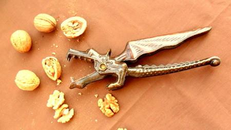Необычные и разные щелкунчики для орехов — фото 17