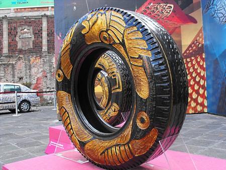 Резьба по автомобильным шинам – нормальное женское занятие для Бетсабе Ромеро (Betsabeé Romero) — фото 13